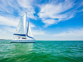 Catamaran CALYPSO with Summerallthetime Sailing Co