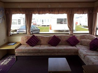 GOLDEN PALM RESORT 7 - 8 BERTH CARAVAN DOG FRIENDLY CARAVAN, Chapel St. Leonards