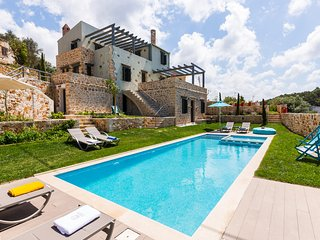 A Luxurious Window to Cretan Nature near Rethymno with private and heated pool