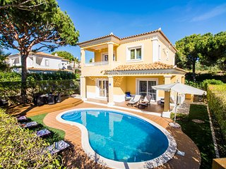Villa Ruzuela, Lovely 4 en-suite bedrooms, A/C and Private Pool near Golf Course