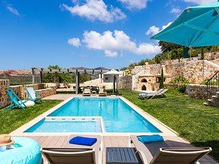 ERONDAS Cretan Country Villas: A unique rental complex with two gorgeous villas!