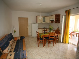 Apartments Maria- Two Bedroom Apartment with Terrace and Sea View(Vanilia), Supetar