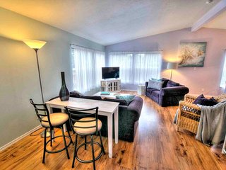 Pet-friendly Comfort in Yachats! Game Room!