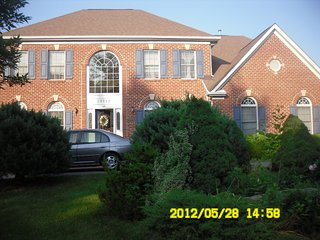 Bright Lovely House 3 Bedrooms 2.5 Bath, Great Location to Shopping, Restaurants, North Potomac