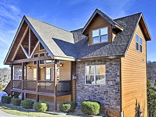 Spacious 6BR Branson Cabin w/Mountain Views!