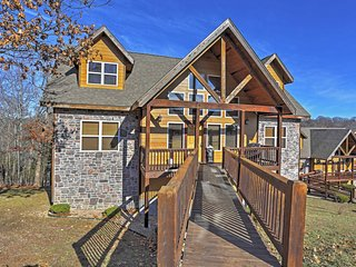 Beautiful 6BR Branson Cabin w/Mountain Views!