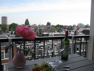 Center Amsterdam Albert Cuypstreet private new studio with roof terrace