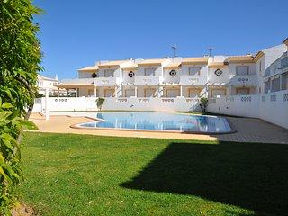 T1  Vila Sul com piscina, apenas a 10 minutos a pe da praia
