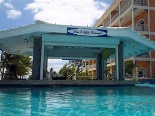 Poolside studio rental in the beautiful East End of Grand Cayman