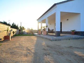 """Casa Moderna con piscina """"El Refujio"""",  a 5 minutos en coche de la playa Roche"""