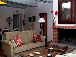 Casa rural LINDO HUESPED con patio privado en Villasexmir, Valladolid. 9 plazas.
