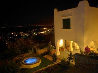 Villa Claudia - Lovely villa with Jacuzzi hot tub, Anacapri