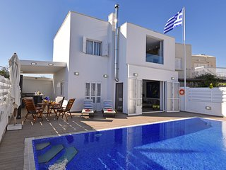 Delightful Pernera Villa, 3 minutes from the Beach, with Private Pool, sleeps 7, Protaras
