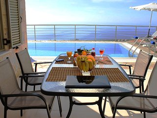 Luxury Villa Iris in Stoupa, Private, Infinity Pool, BBQ and superb sea view