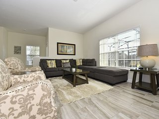 Spacious 5-Bed Townhome w/ Splash Pool, TVs in Every Bdrm, Great Resort Amenitie