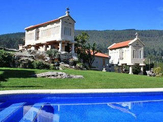 222 Coastal villa with pool and sea views, Vilaboa