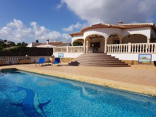 Spacious, tranquil 4 bed 2 bath villa, private pool, BBQ, WiFi, Sat TV (UK), Javea