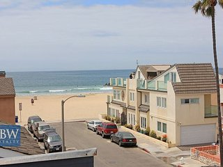 Large Balcony with Great Ocean Views, Steps to the Beach with Parking (68400), Newport Beach