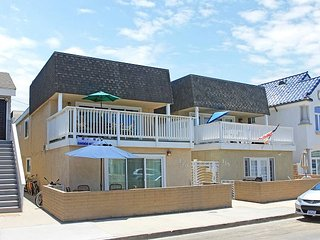 Steps to the Sand - Large Patio - Walk to Newport Pier and Shopping! (68338), Newport Beach