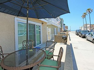 Steps to the Sand - Large Patio - Walk to Newport Pier and Shopping!