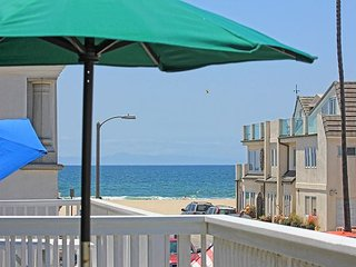Steps to the Sand - Walk to Newport Pier, Shopping, Restaurants, and More!, Newport Beach