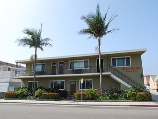 Best Deal inTown! Sleeps 10. Add upper condos for rest of the family! (68257)