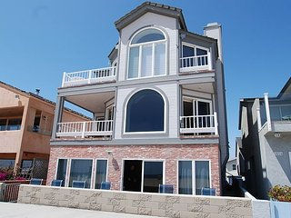 Huge Oceanfront Retreat - Patio on the Boardwalk - Between both Piers!(68263), Newport Beach