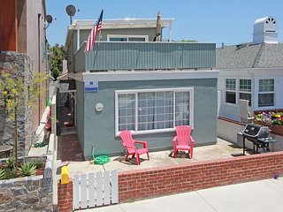 Bayside Home, Patio, Rooftop Deck - Walk to Balboa Pier and Fun Zone! (68262), Newport Beach