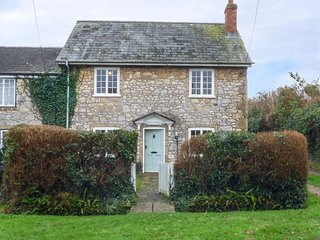 ROSE COTTAGE, open fire, pet-friendly, bike storage, lawned garden, Freshwater,
