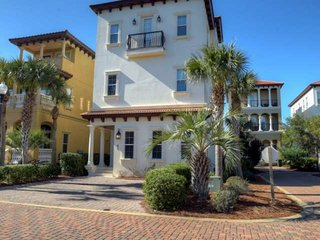 Beautiful Beach Home w/ Private Pool - WIFI -Gulf Views -150 yards to beach from