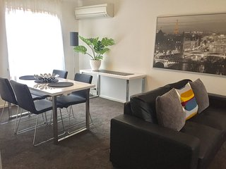 2 BR 1 BA Apartment - Archer Street, North Adelaide - 1