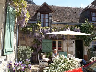 Loire Valley nr Chenonceau - rural farm cott suit 2 couples/family nr vineyards