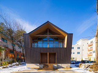 Hakuba White Fox Chalet - NEW! Modern, 2x 3 Bedroom Located in Central Echoland, Hakuba-mura