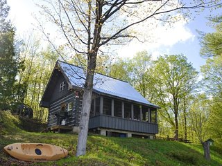 'Lakewood' on Opinicon Lake on the Rideau - Vacation Rental Listing Details