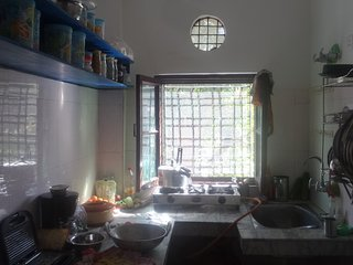 cleen and beautiful kitchen with all kitchen aminities