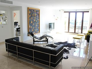Ultra Modern 2 Bed Penthouse, WIFI & Parking, Benahavis R119