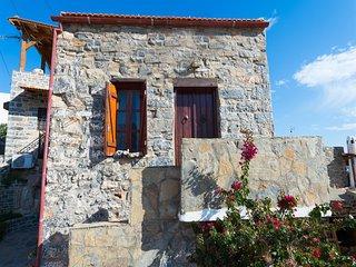 Cretan Traditional Home with Sea View (Leonidas), Elounda