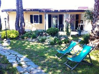 Deliziosa Villetta Caposchiera con giardino a 300mt dal mare