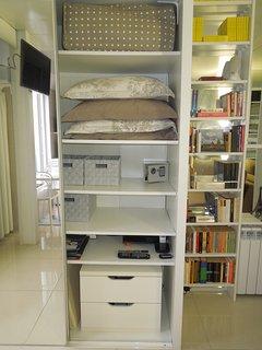 Wardrobe : pillows, comforter, blankets, safe, drawers, cushions...