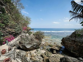 The Impossible House: a cliff house right in front of the famous surf break, Pecatu