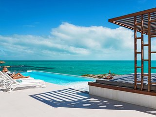 Turtle Tail Modern Luxury Ocean Front Villa with Private Sandy Beach, Providenciales