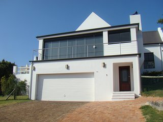 4 Bedroom, Sea view house on secure estate, sleeps 8
