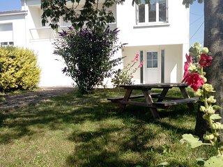 La Rochelle - Aytre Agreable maison familiale proche plage et Vieux-Port- Jardin