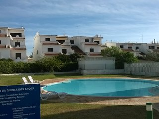 Short walk to central Alvor and beach, 2 bedrooms, 2 bathrooms, shared pool