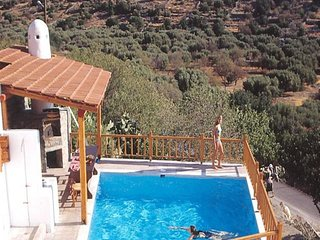 Traditional Home with Sharring Pool (Dimitra)