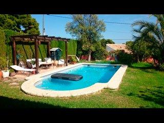 Chalet en Sierra Calderona con capacidad  para 8 personas y piscina privada, Serra