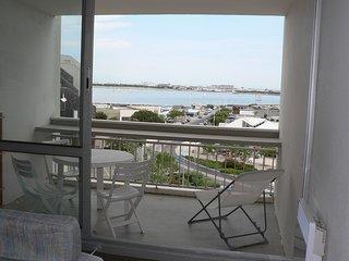 La Rochelle, tres beau studio avec terrasse vue mer proche de la plage