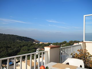 Spacious apartment with stunning sea views in Cala Montgó, L'Escala