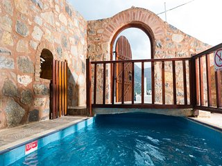 Traditional Home with Private Pool and Sea View (Monastery)