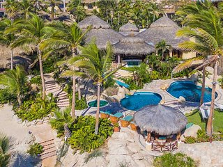 Beachfront Estate with Excellent Amenities at Villa Las Rocas!